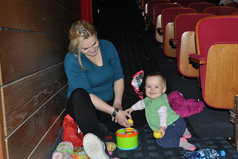 13. Z dojenčkom v kino