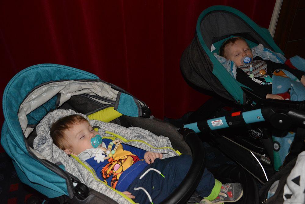 24. Z dojenčkom v kino